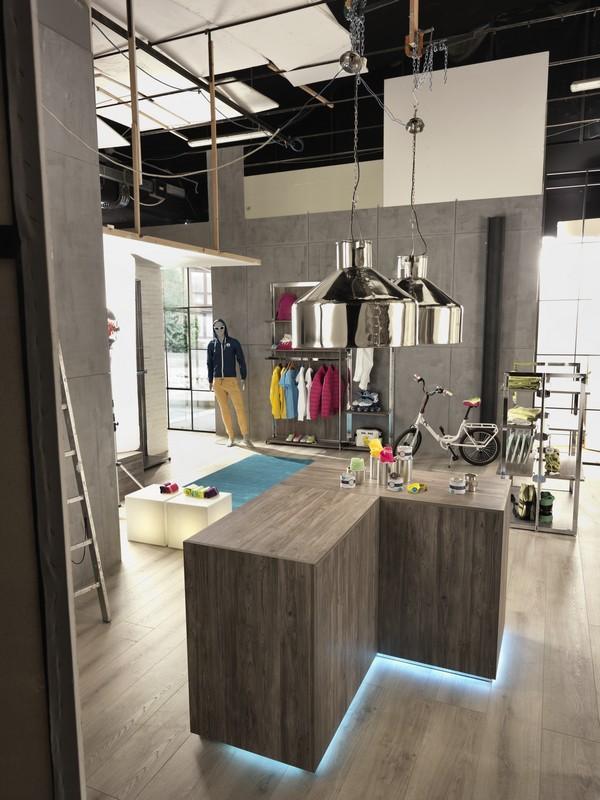 Banchi per negozi arredo negozi arredoteam srl livorno for Arredamento firenze negozi