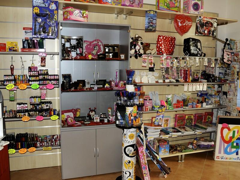 Arredamento tabacchi e giornalai arredo negozi for Arredamento firenze negozi