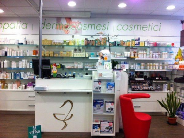 Farmacia banco scaffalatura cosmetici
