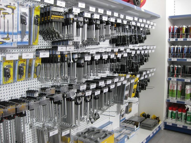 Arredamento negozi di ferramenta arredo negozi for Negozi arredamento firenze
