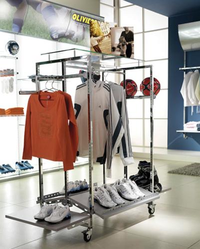 Arredamento negozi di articoli sportivi arredo negozi for Negozi arredamento low cost