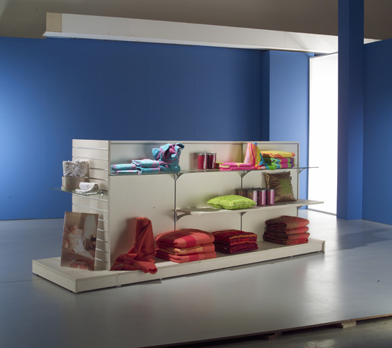 Arredamento negozi di casalignhi arredo negozi for Negozi di arredamento toscana