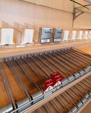 Arredamento tabacchi e giornalai arredo negozi for Arredamenti livorno