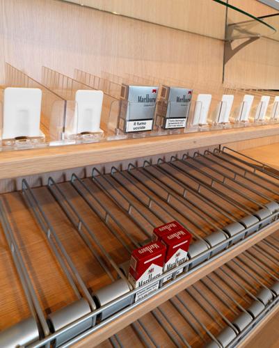 Arredamento tabacchi e giornalai arredo negozi for Arredamento giornali